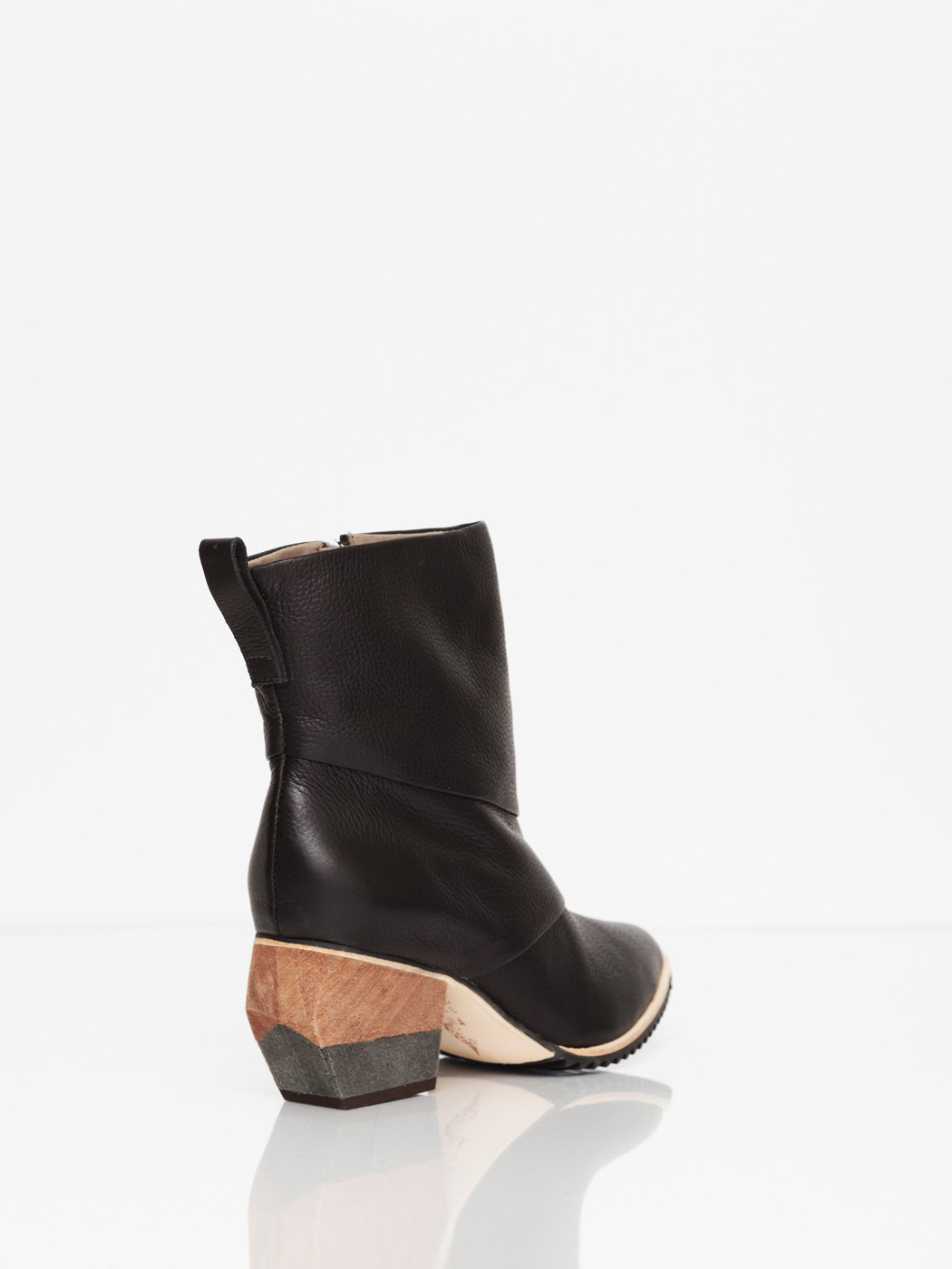 FINSK Akant Pointed Toe Ankle Boots 3