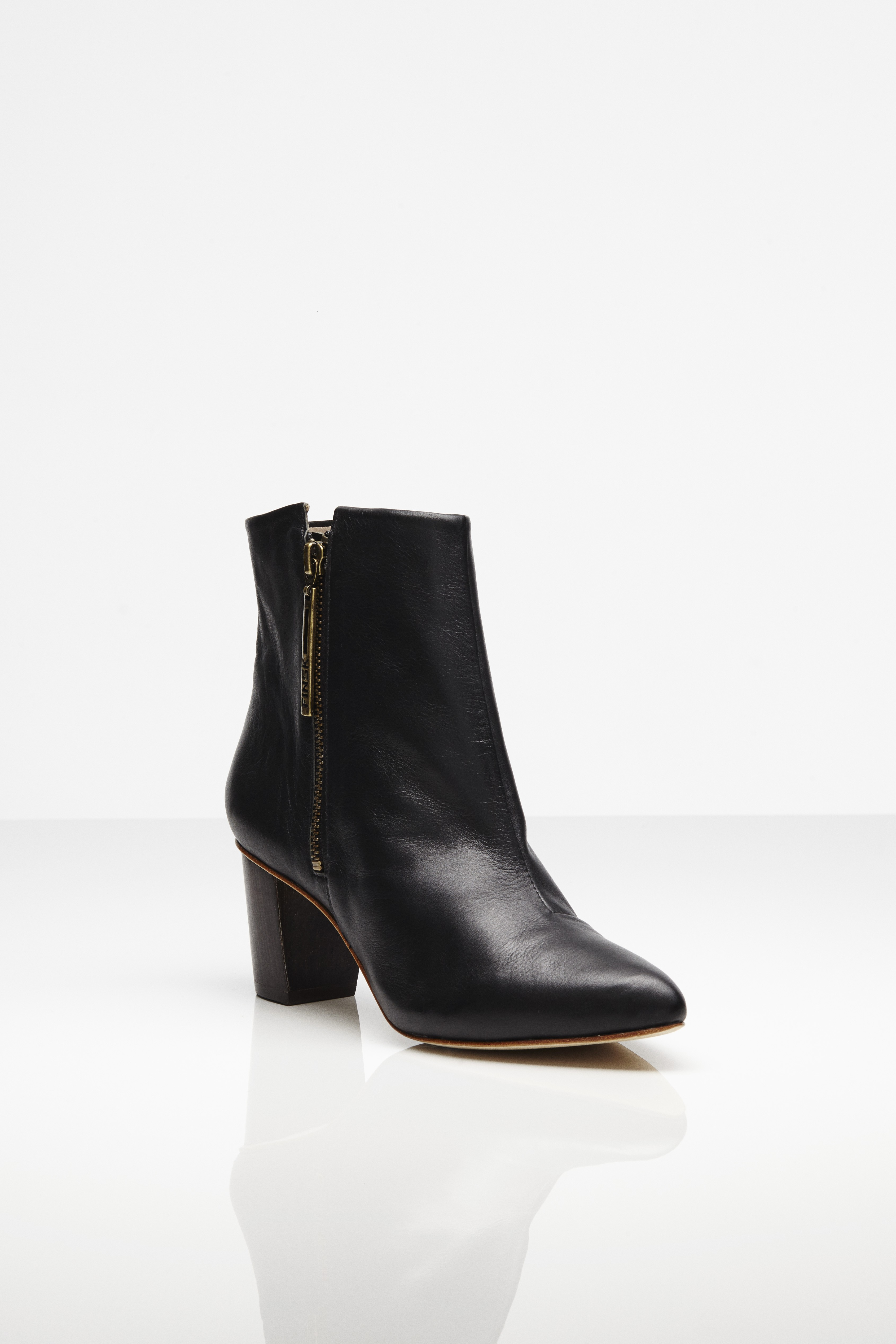 FINSK 466-09 ANKLE BOOTS FRONT